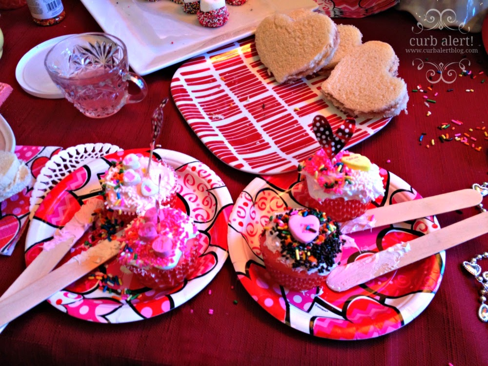Tea Party Cupcake Decorating Ideas for Little Girls via Curb Alert! Blog https://www.curbalertblog.com/2014/03/tea-party-ideas-for-little-girls.html