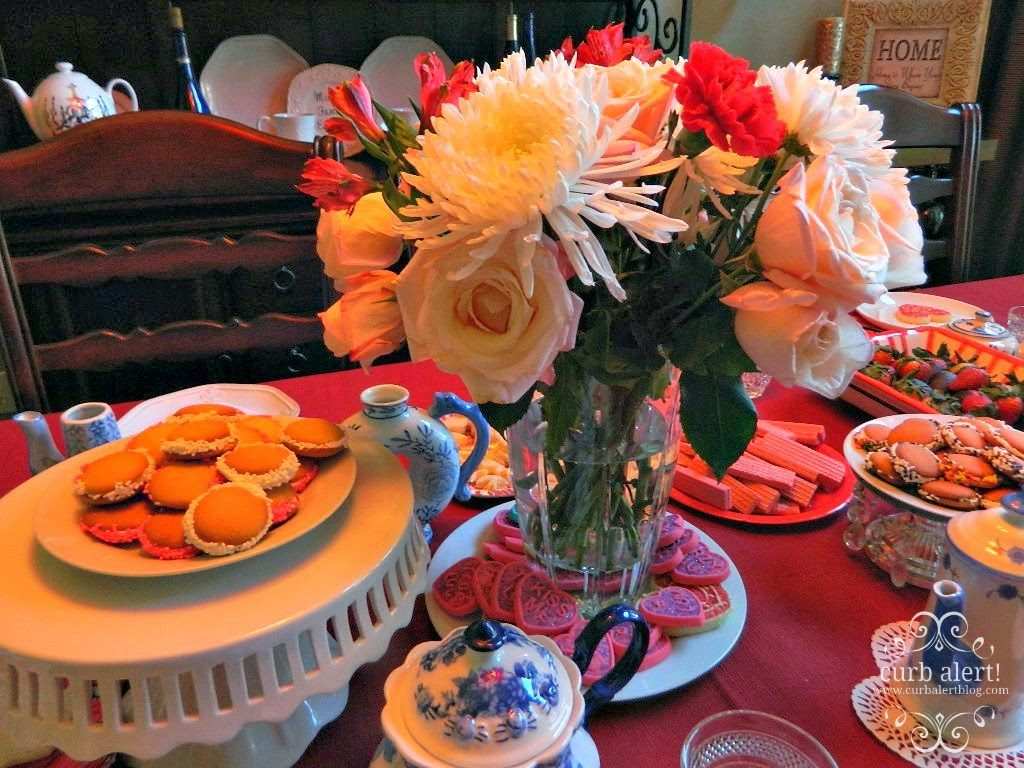 Tea Party Table Food Ideas for Little Girls via Curb Alert! Blog https://www.curbalertblog.com/2014/03/tea-party-ideas-for-little-girls.html